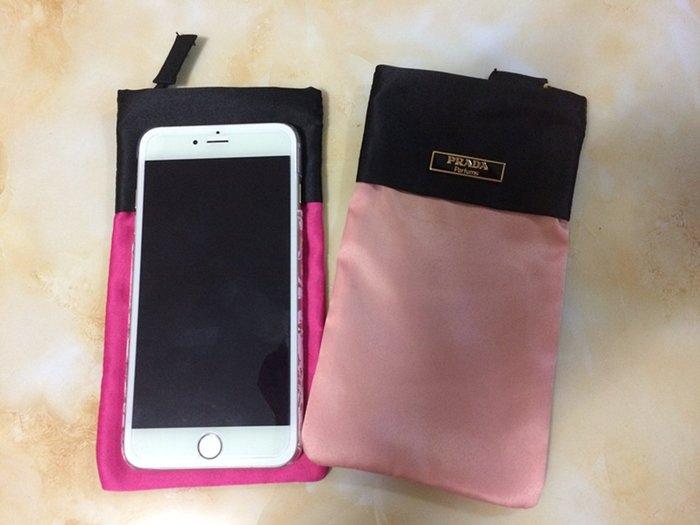 (兩色現貨)強烈推薦專櫃VIP 贈品 Prada 桃紅色 IPHONE6 /6plus 時尚必備~ 手拿手機包 收納包
