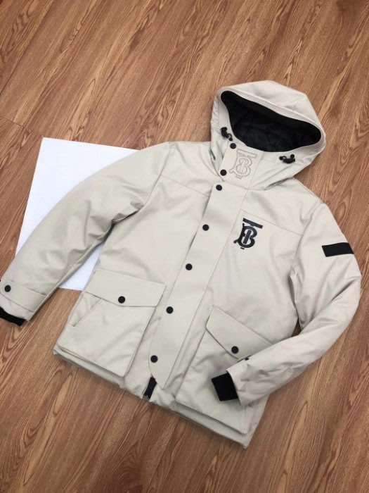 翡翠王.一元起標Burberry超柔軟白色羽絨服外套.可以去專櫃比較 保真假貨包退