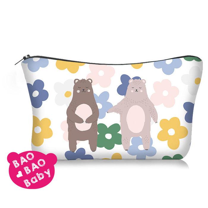 【寶貝日雜包】北歐花朵戀愛熊收納包 戀愛情侶熊防震包 小物包 零錢包 手機包 耳機包 化妝包 鑰匙包 盥洗包