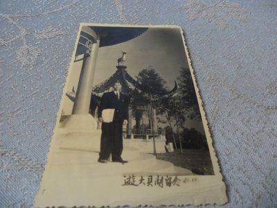 藍色小館11-1--------51年黑白由大貝湖照{1張}
