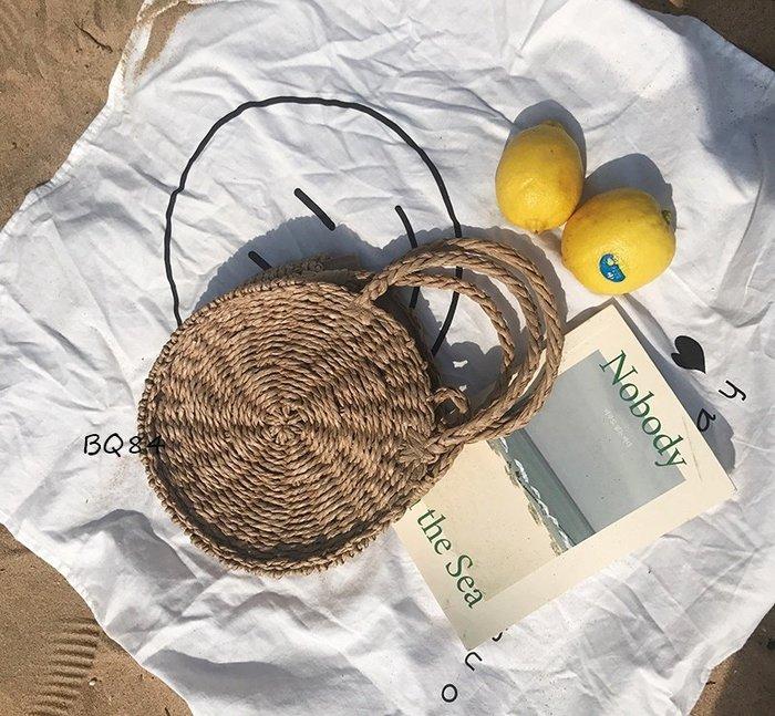 韓妞熱愛款 夏天必備BQ84海邊度假 草編圓形斜背包 圓形手提包 度假包 草包 草編包 小款$590