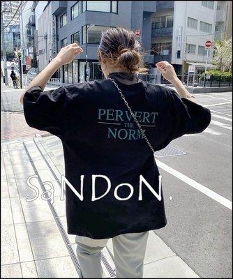 山東:WHO'S WHO gallery/PERVERT NORM 經典的WWG大輪廓美式字母TEE 200618