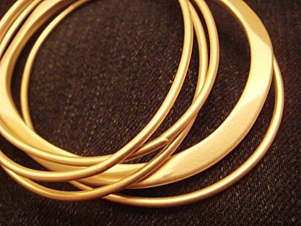 全新美國名牌 Banana Republic金色多串不同設計橢圓手環,低價起標無底價!本商品免運費!