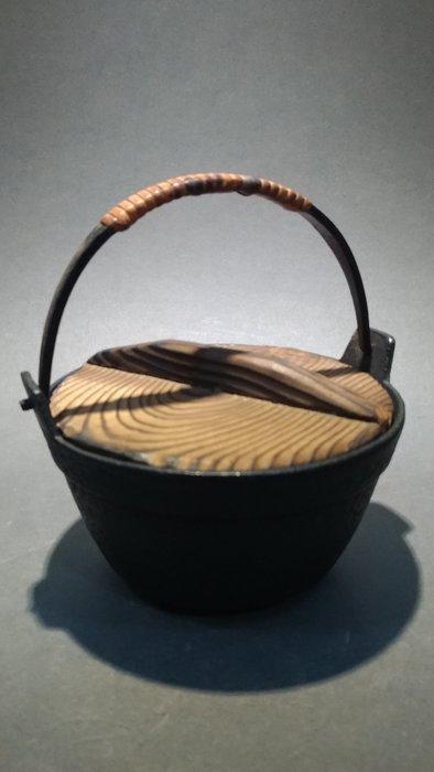 ☆清沁苑☆日本趣味道具~南部鐵器 鑄鐵田舍鍋型 灰皿 小建水~d555