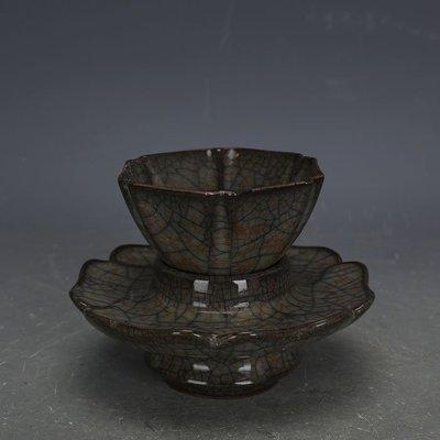 ㊣姥姥的寶藏㊣ 宋代哥窯鐵胎六方功夫茶杯茶託一套  出土文物古瓷器古玩收藏擺件