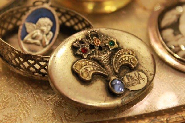 【家與收藏】特價賠售稀有珍藏歐洲古董法國手工精緻銀浮雕鑲嵌萊茵石袖珍珠寶盒