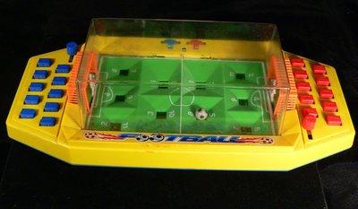 乖乖@賣場~古早童玩~足球對打机~F00TBOLL~底部編號~NO:0813