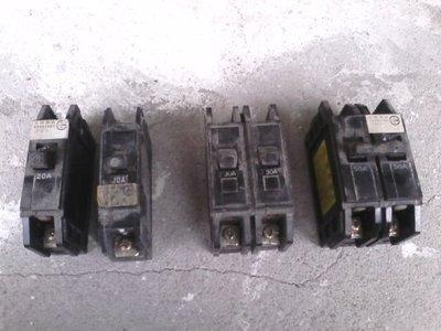 無熔絲斷路器 無熔絲開關 二手 2P20A(有一個缺連桿) 1P20A
