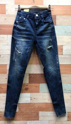 WINDY個性㧓破潑漆丹寧窄管褲(藍牛仔色)(薄牛仔布)