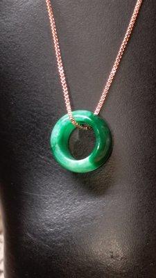 翡翠緬甸玉吊墜 滿綠帶翠甜甜圈 天然翡翠a貨 項鏈 (頭等艙精品) 手工雕刻 14.3*7.5*2.6mm