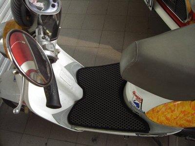 GP*KIWI50/100*G4雙層止滑減震機車腳踏墊精品底部有防滑顆粒不需鎖螺絲的踏墊