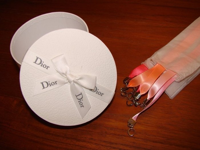 【∮魔法時光∮】Dior法國限量訂製 Miss Dior Cherie花漾墬飾緞帶+卡片+禮盒+蝴蝶結綁帶提袋