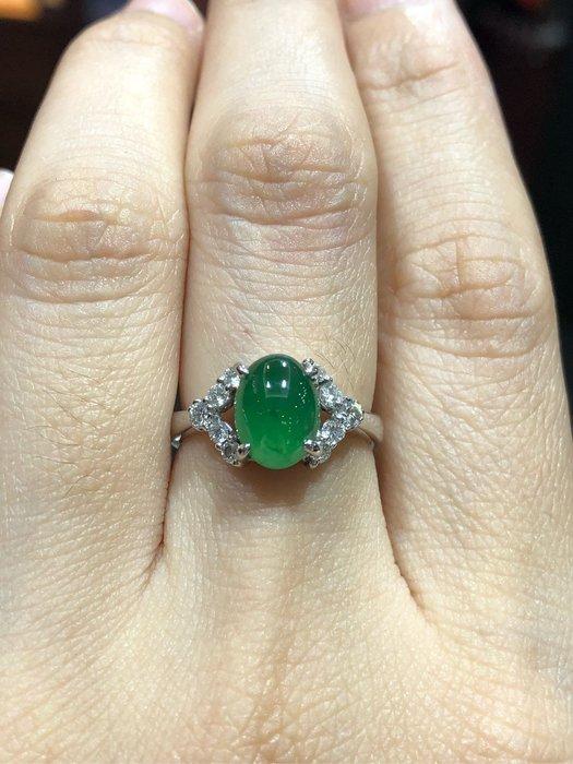 天然A貨蛋面翡翠鑽石戒指,放光款式附上大眾寶石鑑定書,超值優惠價45000,優雅氣質款式適合平時佩戴