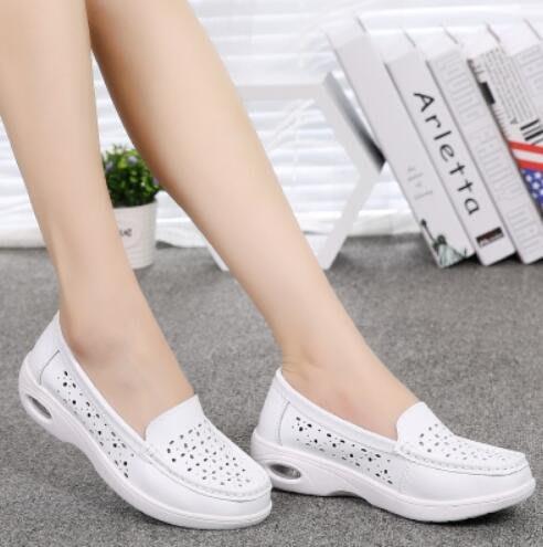 懶人鞋 新款護士鞋白色坡跟透氣工作鞋防滑氣墊孕婦媽媽鞋—莎芭