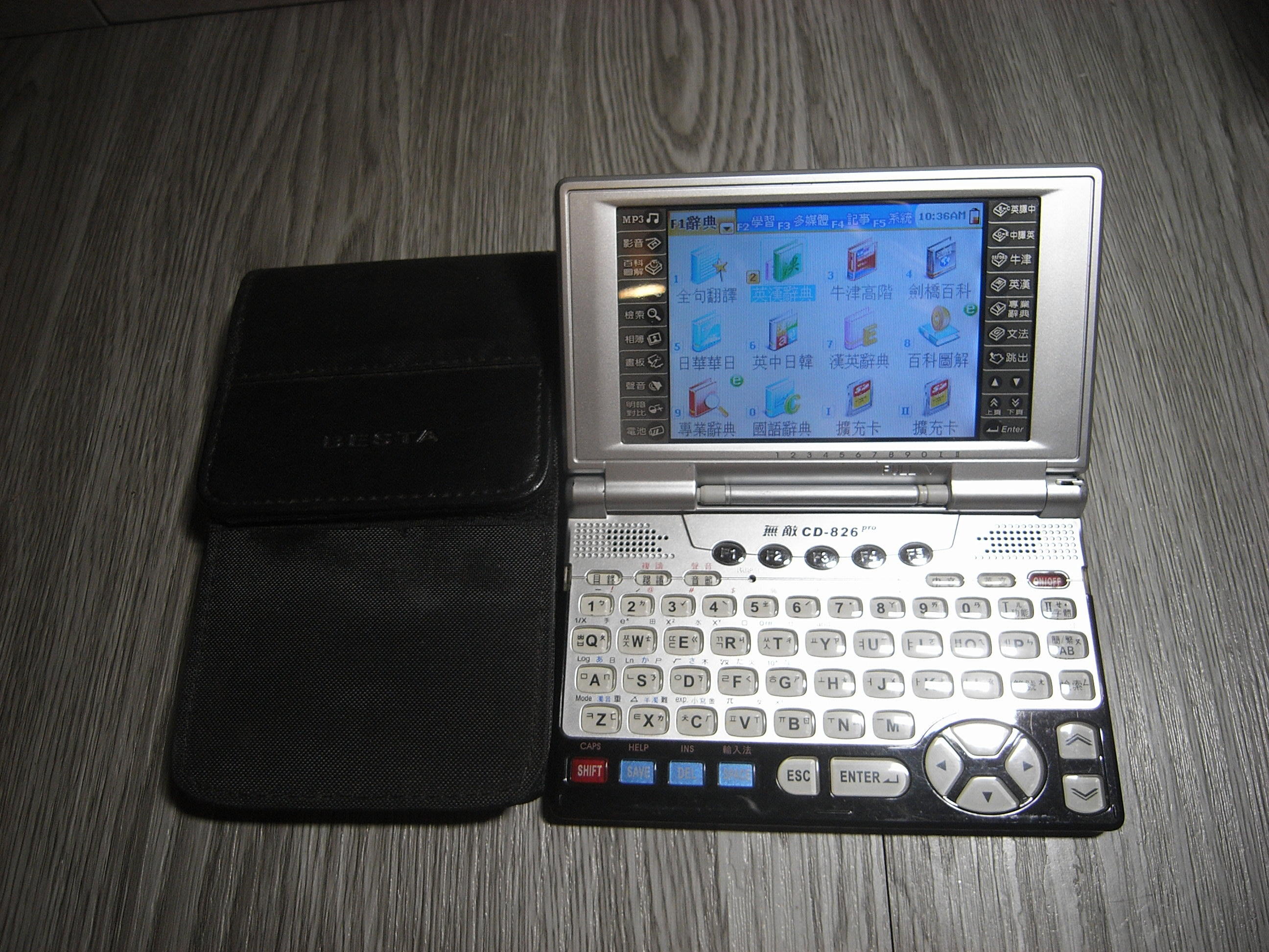 二手- 故障 無敵 電腦辭典 翻譯機  CD-826 CD826  /電子字典/電腦辭典/電子辭典/翻譯機-零件機