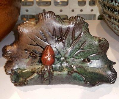 【星辰陶藝】荷葉造型名片座(手工製品,每個花紋釉色會有差異)