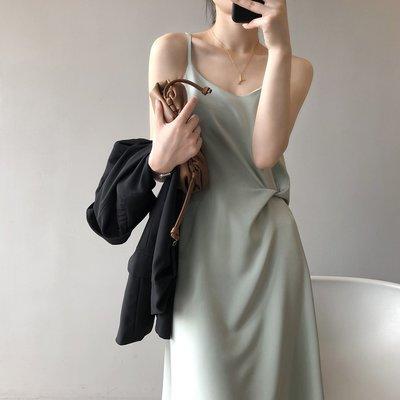 想變美小心機設計感無袖連身裙洋裝 抓褶綢緞細肩吊帶背心裙 艾爾莎【TAE8788】