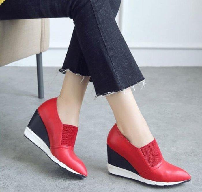 歐美真皮鬆緊口尖頭坡跟楔型鞋高跟包鞋 黑色紅色中跟休閒運動風單鞋女鞋34-39碼~妖精館