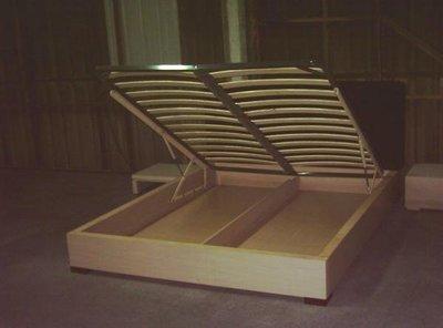\\\訂做家具///   5呎排骨架掀床     20000元....台中市免運費