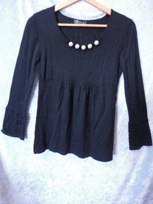 CHILLY~滾珠領圍設計優雅風針織衫~SIZE:L~99元起標