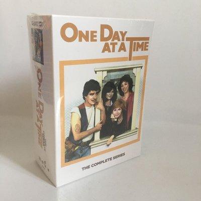 天天生活館 美劇 活在當下One Day at a Time 踏實新人生1-9季完整27DVD 精美盒裝