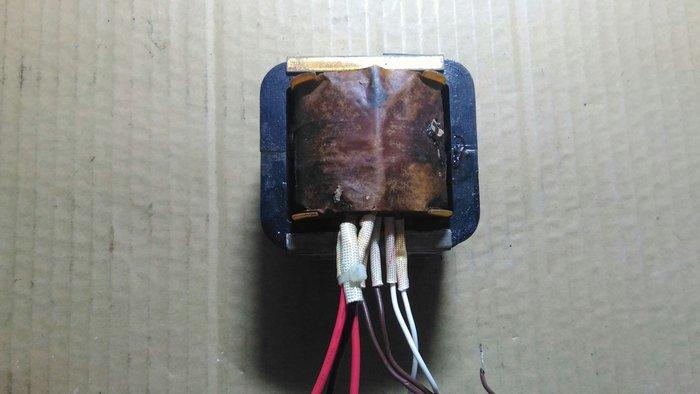 變壓器(220V to ac 28v 0v 28v)從進口擴大機拆下。