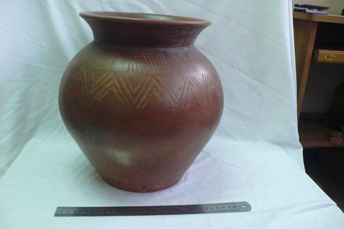 紫色小館-------原住民材燒陶甕{裝鹽用}.有年代