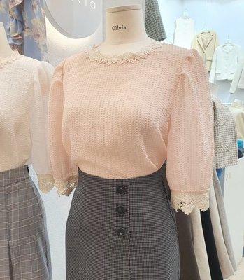 ♥ ♥ ♥ 正韓 韓國服飾 韓國連線 ♥ ♥ ♥  032520880 滾邊雕花蕾絲甜美上衣