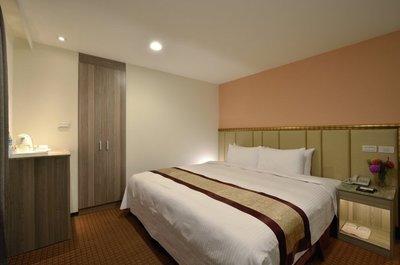 小嘉嘉 @@@ 統茂集團 高雄 松柏大飯店 標準雙人房 住宿卷 含2早 平日1688 假日加300 @@@
