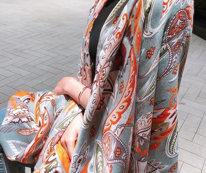 (輕舞飛揚)灰藍底橘色腰果花圍巾民族風彩色亮色出遊披肩女夏季防晒棉麻圍巾