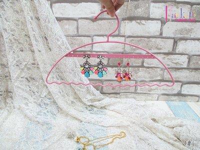 ☆[Hankaro]☆創意鐵藝粉色衣架造型首飾架(樣品出清)