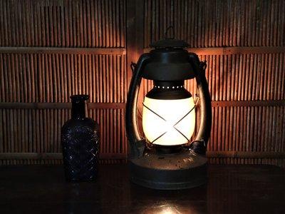 很老的美製老油燈(已改燈泡)