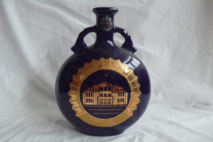 紫色小館72-------中華民國立法院 空酒瓶