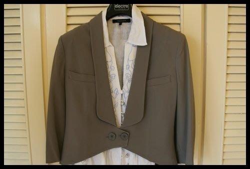 歐碼42專櫃正品意大利新銳設計師【PATRIZIA PEPE】 藕灰色長袖單扣修身短版上衣外套