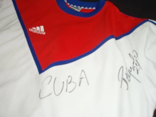 貳拾肆棒球--古巴代表隊奧運選手親筆簽名實際使用熱身衣/ adidas製作