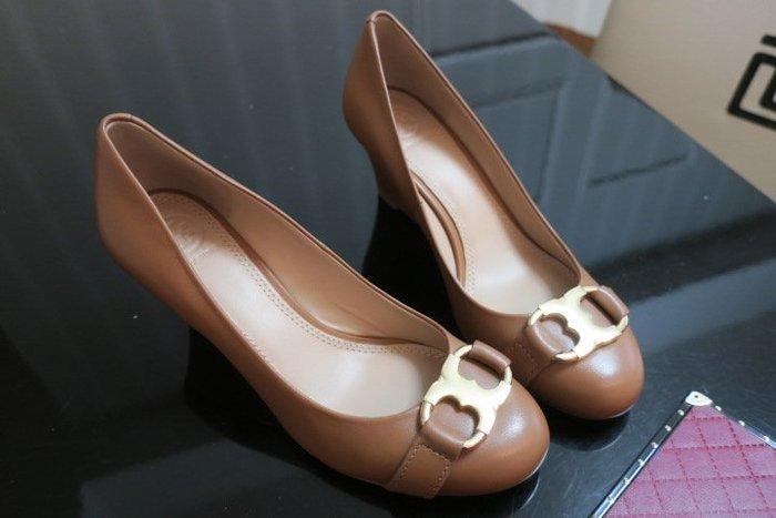 *Beauty*TORY BURCH焦糖色釦楔型高跟鞋7 M  號 6500 元 WE19