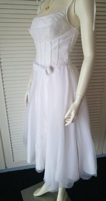 馬甲式蝴蝶腰飾白紗小禮服