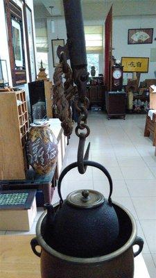 【準提坊】大秤,長度約170公分,直徑約4.5公分 與日本鐵壺配合,當「自在勾」