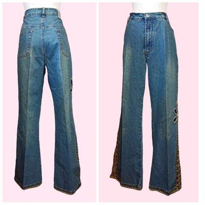 都會品牌~【SHY GER】 側邊褲腳綁繩鏤空白珠裝飾牛仔喇叭褲 ~M31