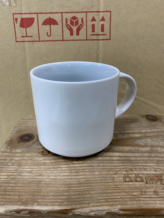 【無敵餐具】繽紛瓷器馬克杯~實體內圈顏色飽和可堆疊(9.7x8.8cm/420cc)開店量多可來電洽詢【CF301】