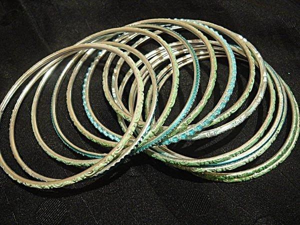 賣家珍藏,民族風手環串組,很美的綠色,低價起標無底價!本商品免運費!