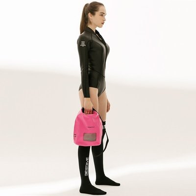 日本Stream Trail 戶外防水包/5L方塊圓桶包/Dry Cube 5L 玫瑰粉Rosy-可以側揹.手提兩用.休閒游泳