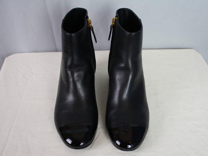 海洋工坊二手名牌旗艦店~TORY BURCH 黑頭漆皮粗跟靴(Size:6 1/2)
