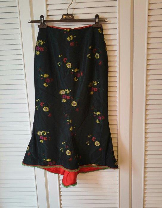 【 Shiatzy Chen】夏姿限量新年喜氣黑色紅花全絲前短後長毛滾邊圓裙(原價$49800)