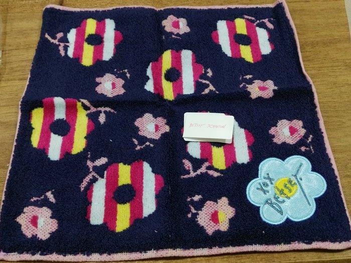 【新貨到】美國紐約Betsey Johnson 花朵小方巾(黑色)