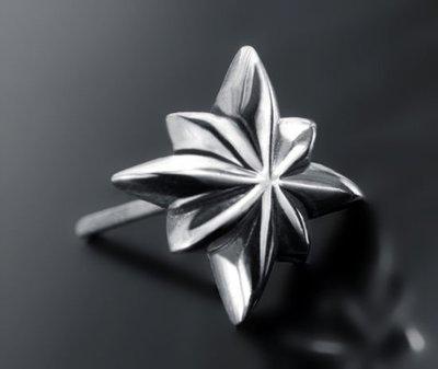 【創銀坊】永恆之星 十字架 925純銀 耳針 耳環 普普風 star 星星 鉚釘 哈雷 克羅心 龐克 龍(E-0201)