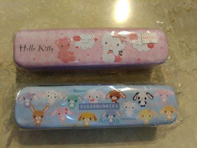 ( 2件 100 中  260)SANRIO 三麗鷗 Kitty 75 甜點兔 60 雙層巴士鐵筆盒鉛筆盒 磁鐵