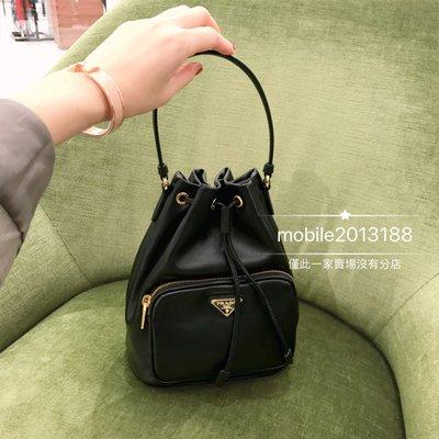 全新正品 PRADA Fabric Shoulder Bag 1BH038 黑色 經典三角鐵牌 皮革款束口水桶包 LV