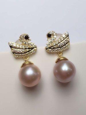 (輕舞飛揚)天然夢幻紫珍珠耳環,顏色濃紫,淡水珍珠6 - 7mm正圓 鏡面 強光 微微瑕,質感超讚!925銀精工鑲嵌