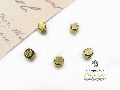 《晶格格的多寶格》串珠材料˙隔珠配件 實心黃銅圓角方珠一份(8P)【F7165】4mm
